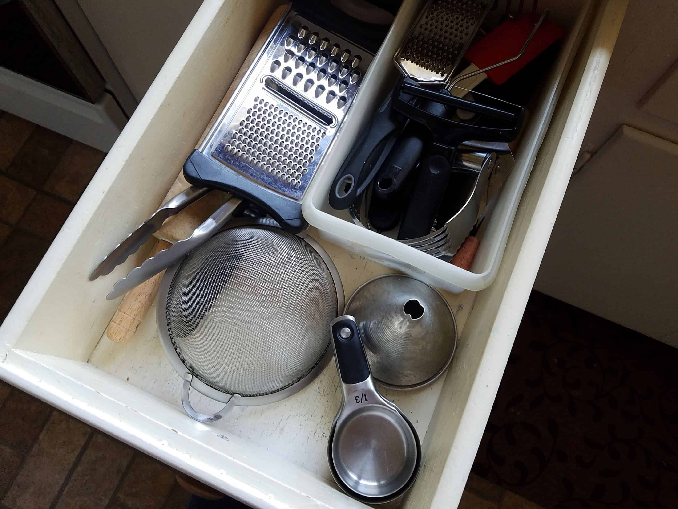 minimalist kitchen utensil drawer