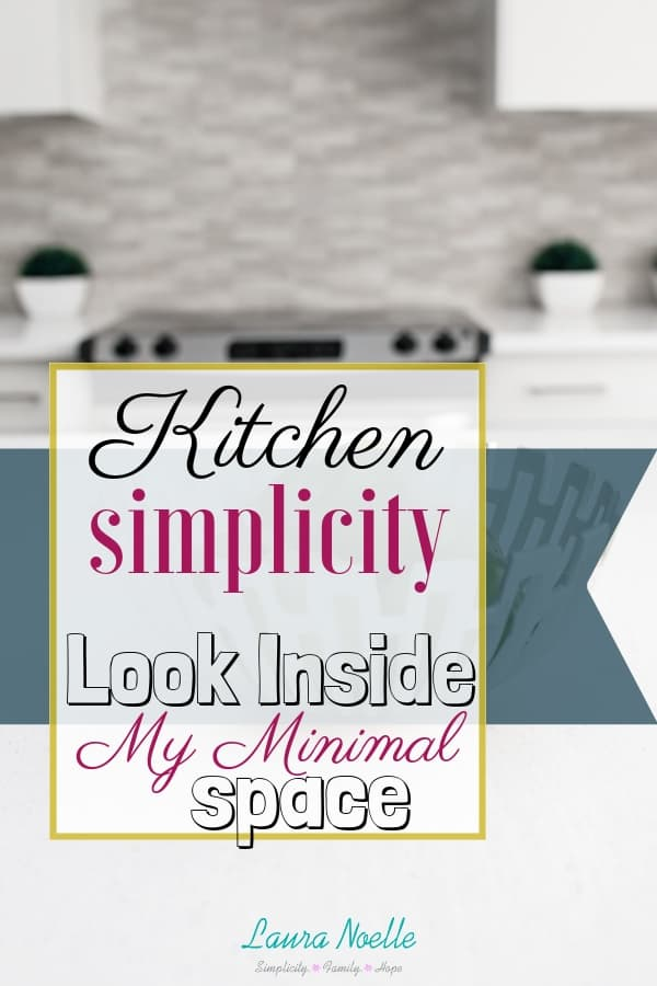 Ready to simplify your kitchen? Get inspired by these pictures of simple, minimal kitchen space! || #minimalist #kitchenorganization #minimalistkitchen